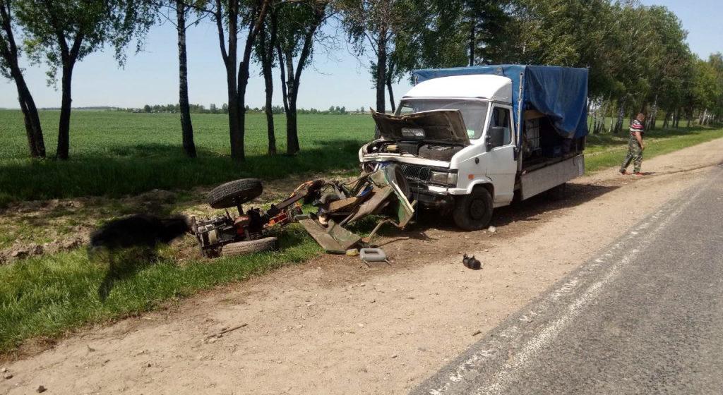 Грузовик протаранил мотоблок в Буда-Кошелевском районе, погибли два человека