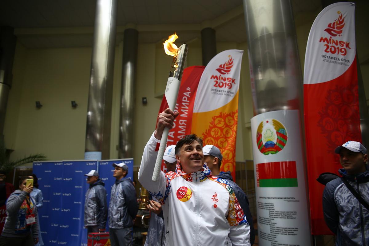 Павел Легкий с факелом