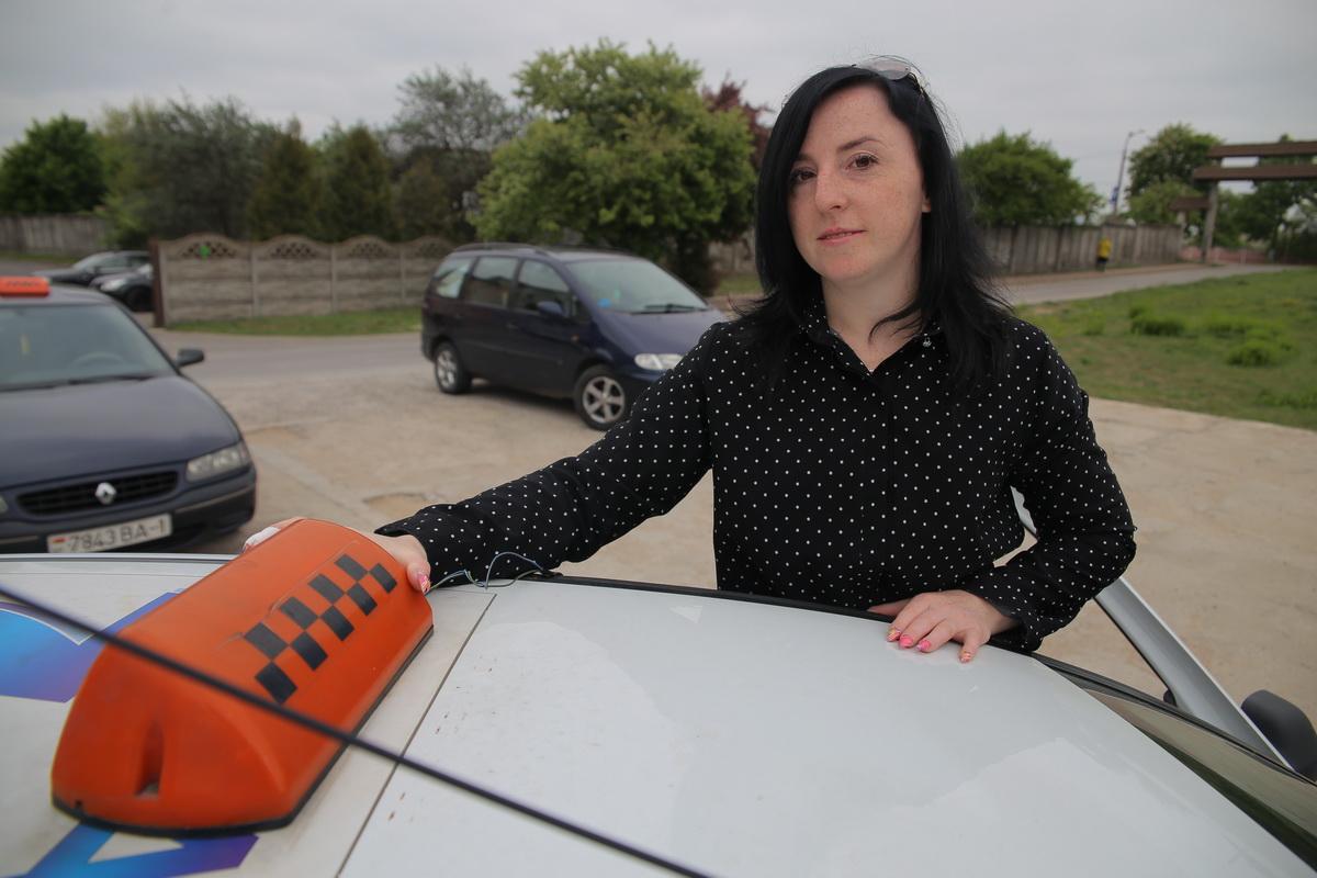 Ольга Кадевич работает в службе такси больше трех лет. Фото: Евгений ТИХАНОВИЧ
