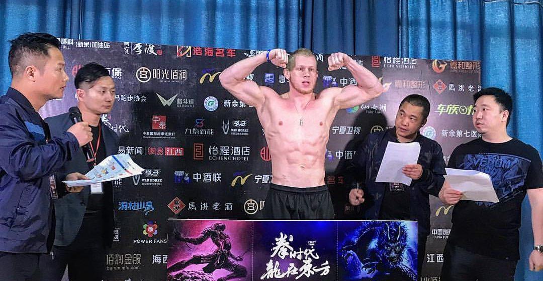 Боец смешанного стиля из Барановичей выиграл два боя в Китае
