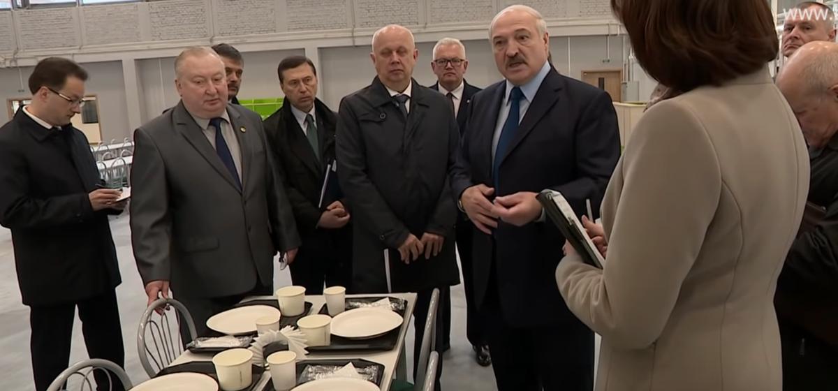 Лукашенко о пластиковой посуде: травим людей, так еще и природу засоряем (видео)