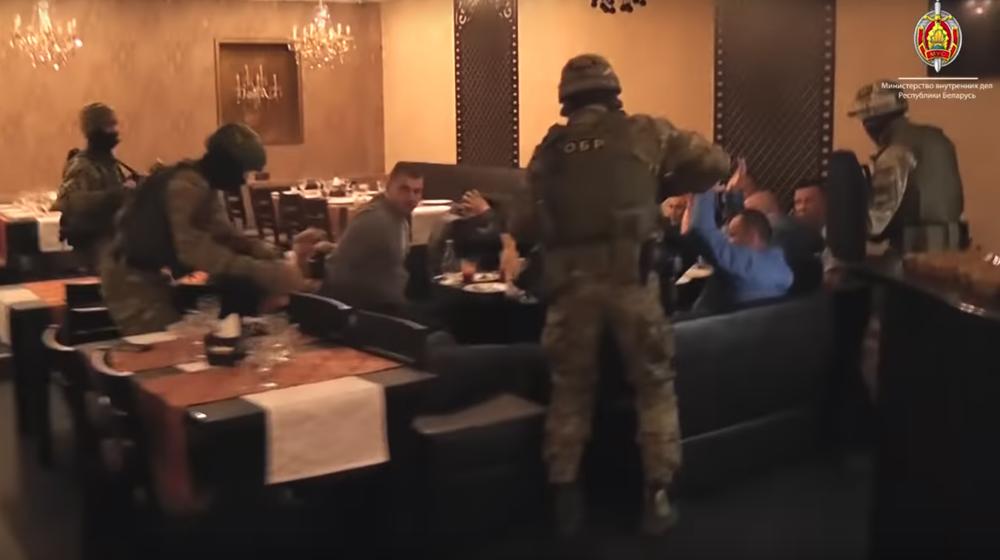 Милиция и бойцы СОБРа ворвались в минское кафе, где проходила «сходка» вора в законе и смотрящих за регионами