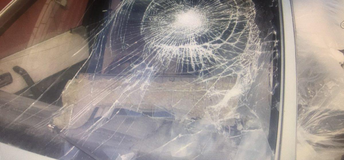 В Сморгони приятели так напились, что побили руками автомобиль. Теперь их ждет суд