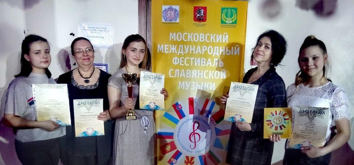 Студентка Барановичского музыкального колледжа покорила жюри международного фестиваля игрой на цимбалах. Видео
