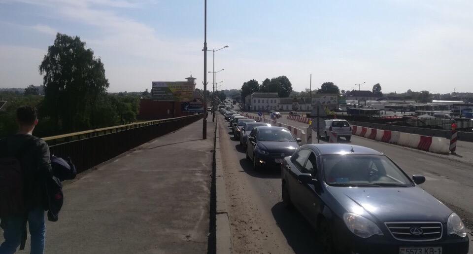 Пробка на Полесском путепроводе в Барановичах. Что произошло?