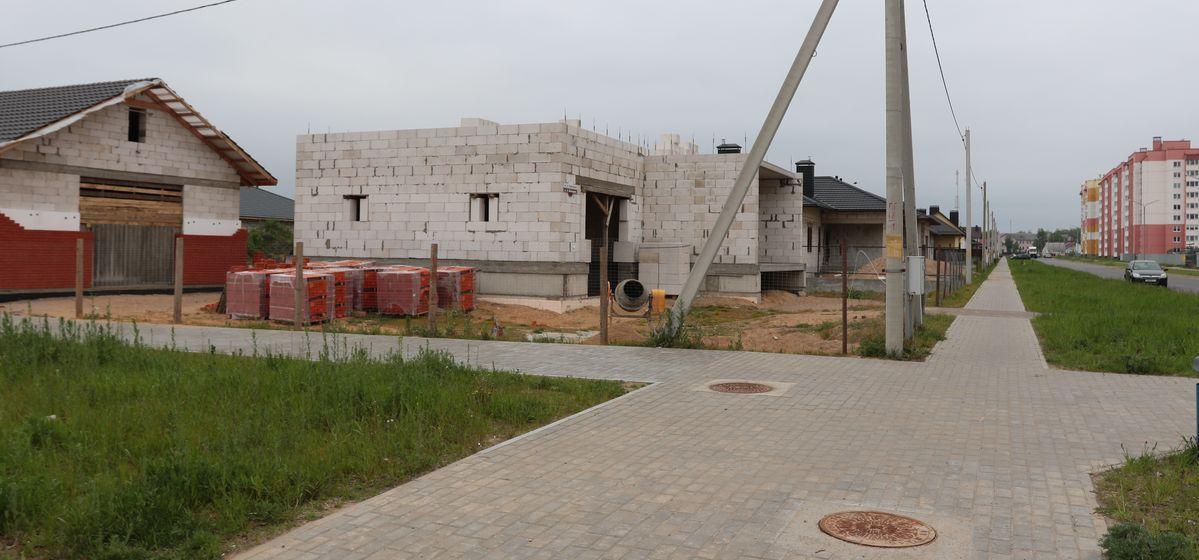 Строительство частных домов в Боровках. Фото: Александр ЧЕРНЫЙ