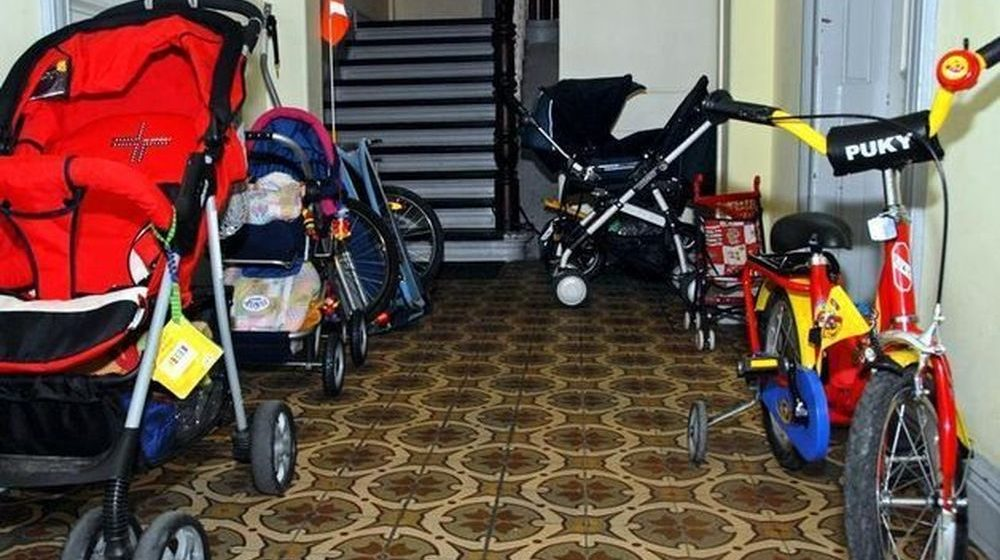 Жительница Барановичей поссорилась с соседкой, а та подожгла ее детскую коляску