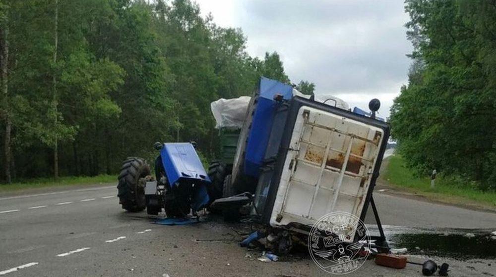 Страшная авария под Речицей — трактор разорвало пополам, а внедорожник влетел в дерево (фото)