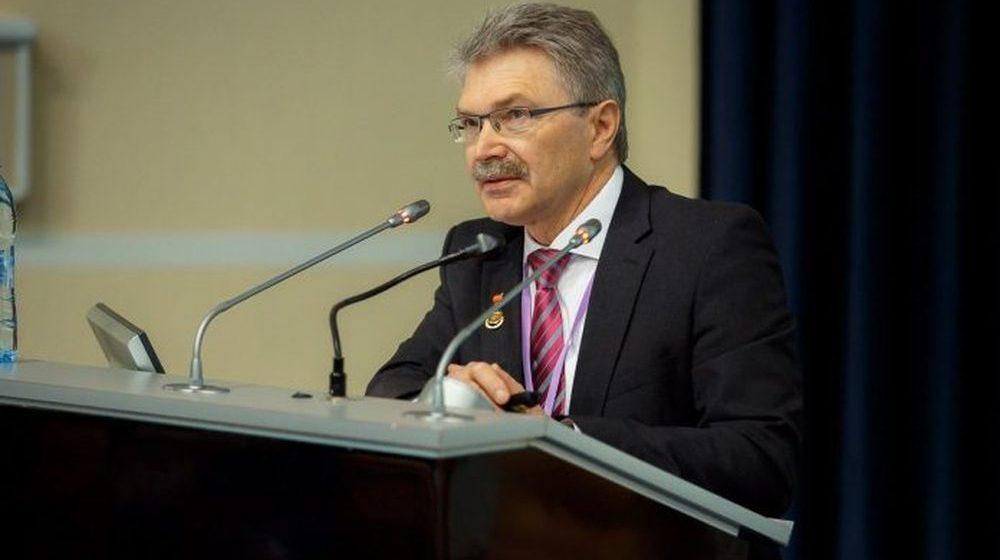 Следственный комитет задержал главного анестезиолога-реаниматолога страны. Его подозревают в получении взятки