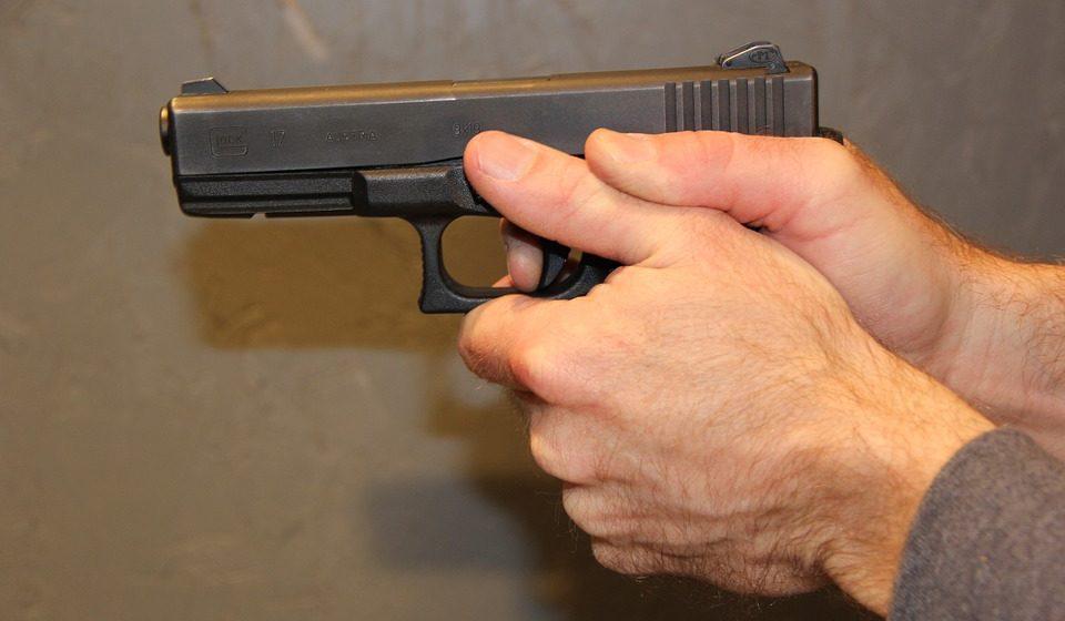 В Волковыске «черные риелторы», угрожая пистолетом, завладели чужой квартирой, а 33-летнего хозяина вывезли в Россию