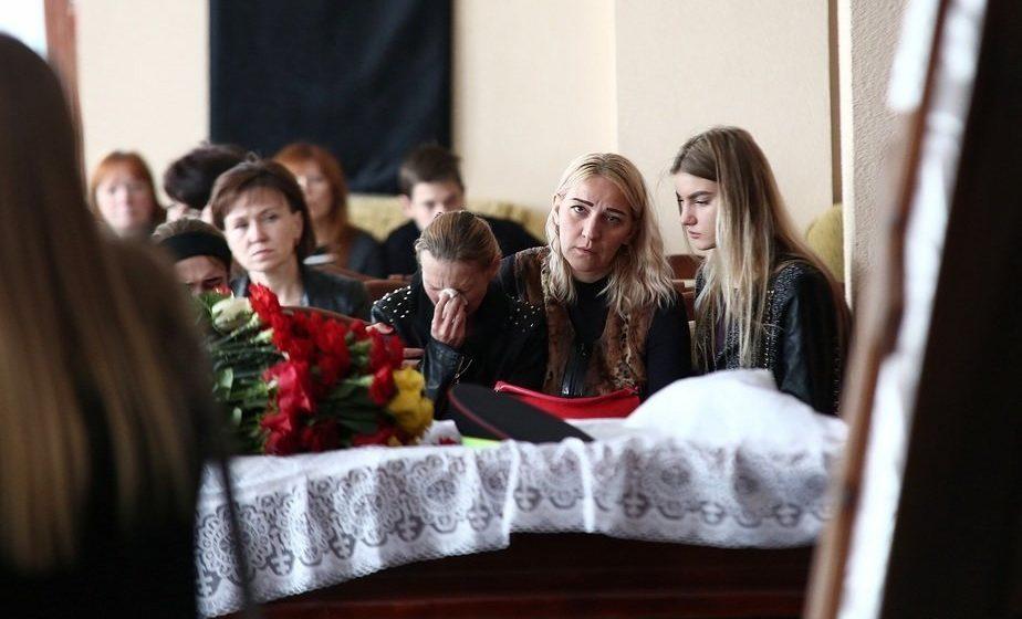 Родители погибшего лейтенанта ГАИ: «Не верим в суицид, настаиваем на эксгумации»