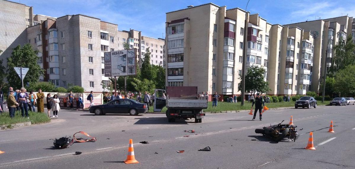 ДТП на улице Парковой. Фото: читатель Intex-press