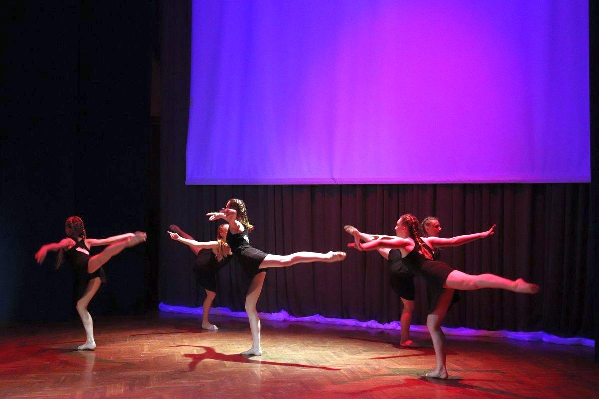 Образцовый ансамбль эстрадного танца «Вояж».