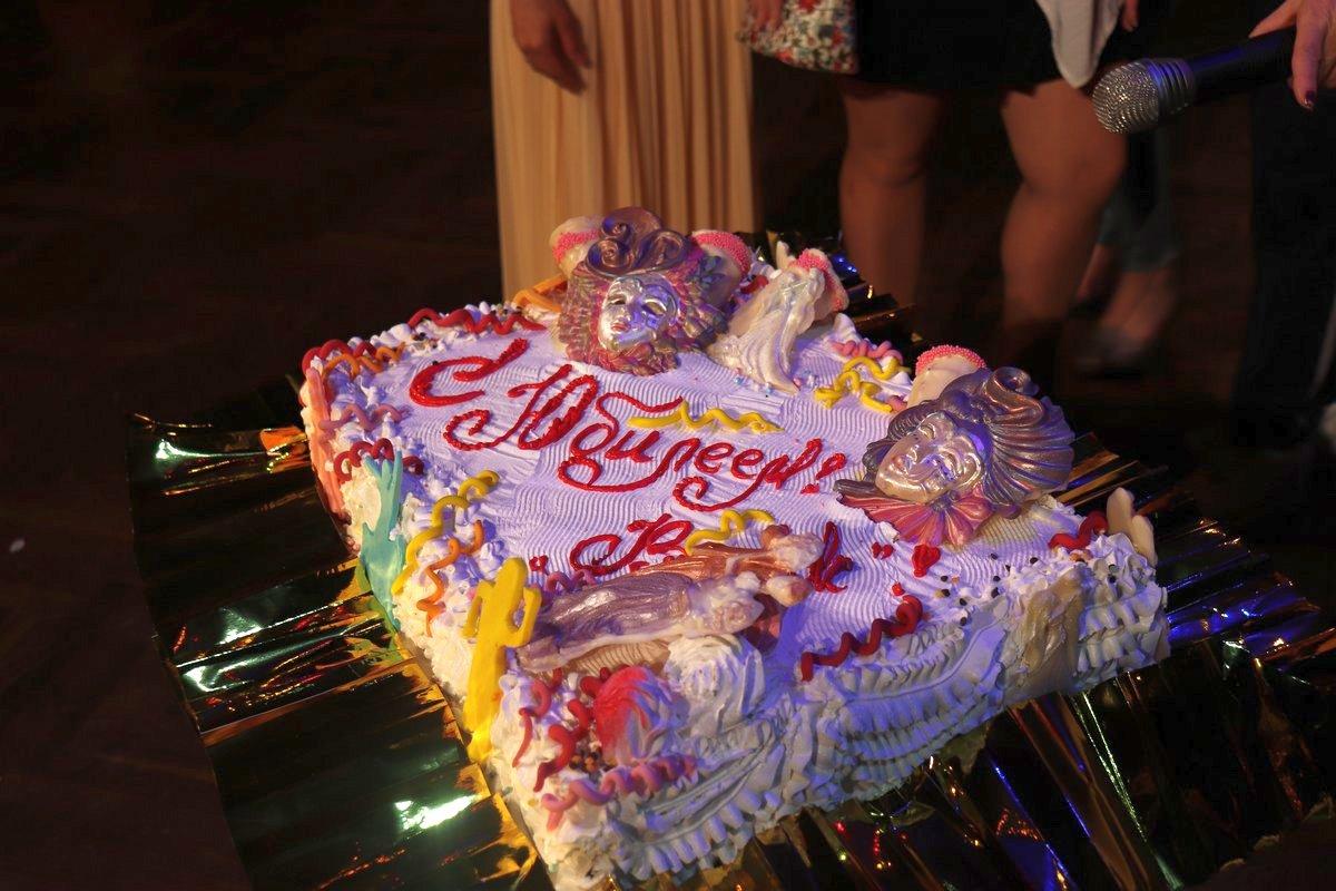 Торт для образцового ансамбля эстрадного танца «Вояж».