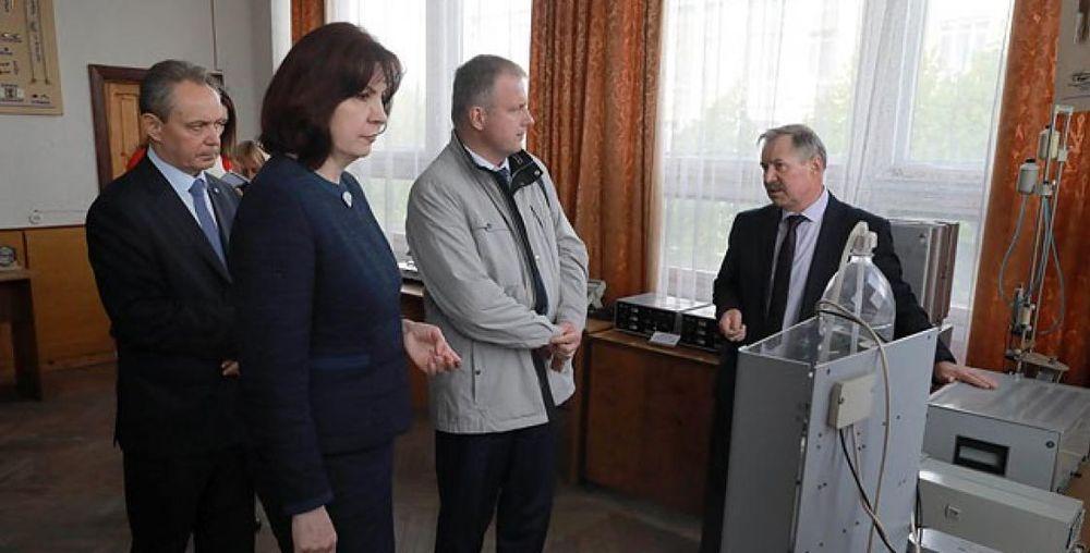 Кочанову возмутили условия труда на заводе в Гомеле: Такого быть не должно!