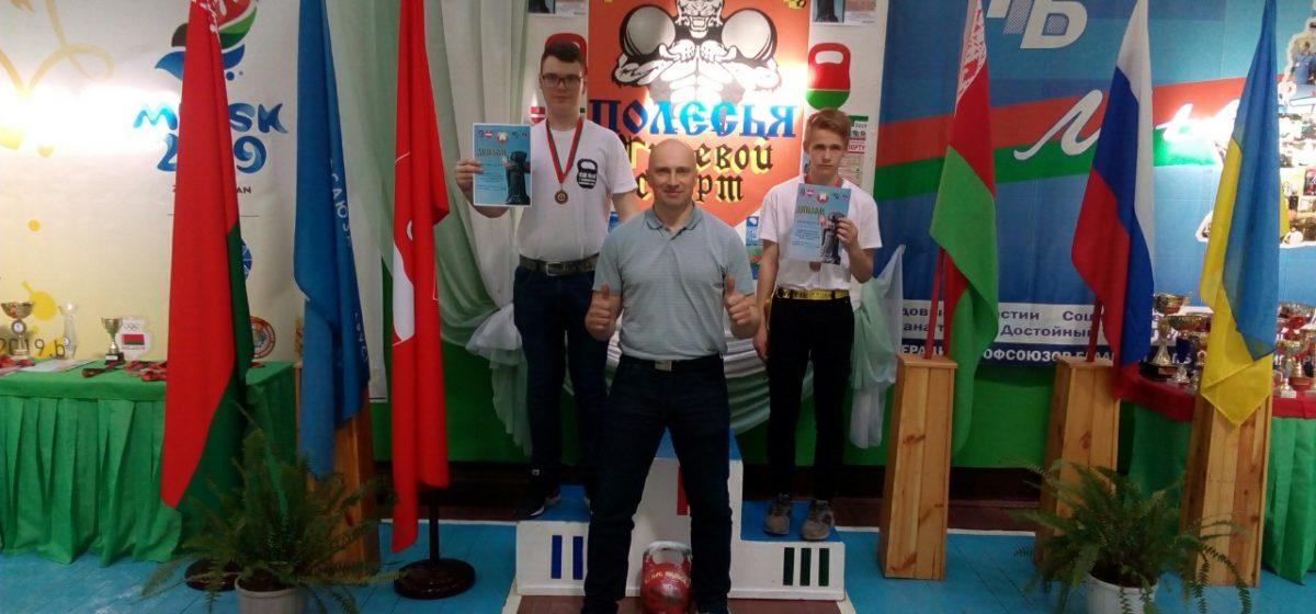 Барановичские школьники выиграли медали Кубка Полесья по гиревому спорту
