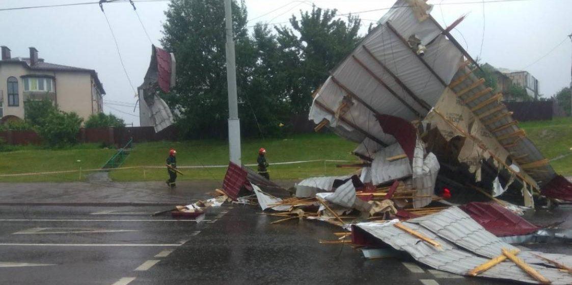 Буйство стихии. В Минске затапливало улицы и срывало крыши (фото/видео)