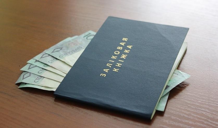 Могилевский преподаватель брала по 30 рублей за сдачу экзамена. Дома у нее нашли крупную сумму денег