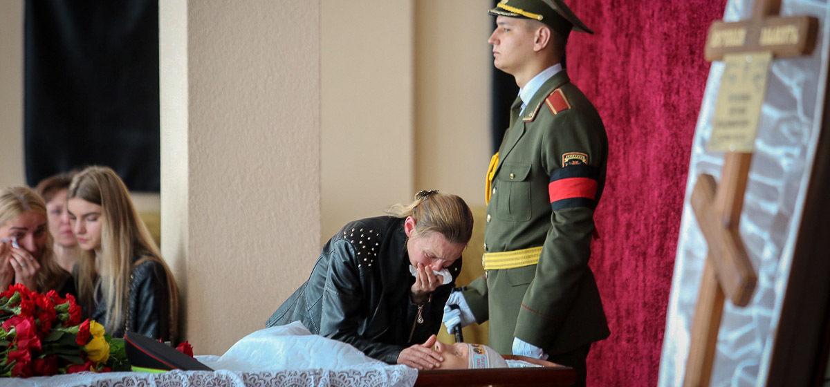 «В эксгумации отказали». Отец погибшего инспектора ГАИ из Могилева написал президенту