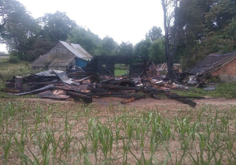 В Барановичском районе горела хозяйственная постройка