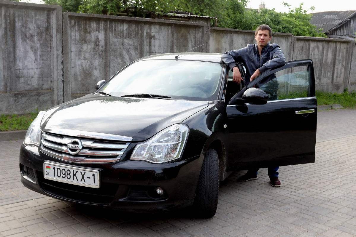 Сергей Малеж, владелец автомобиля Nissan Almera G15 2016 года выпуска.  Фото: Александр ЧЕРНЫЙ