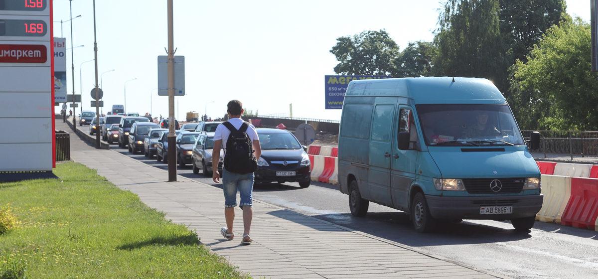 Огромные пробки на Полесском путепроводе в Барановичах. С чем это связано и сколько будет продолжаться