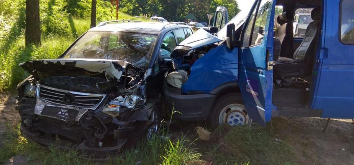 Под Речицей водитель уснул за рулем и врезался в «газель», есть погибший (видео)