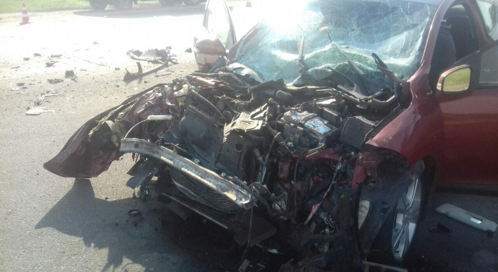 Под Солигорском столкнулись Renault и «МАЗ»: пострадали двое взрослых и четверо детей