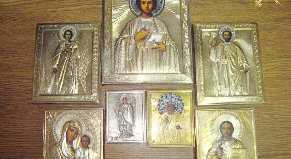 В автобусе, который ехал из Украины, таможенники обнаружили семь старинных икон
