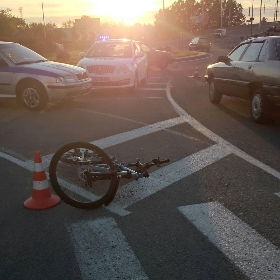 Авария на кольце около путепровода на ул. Советской. Фото: @ssnmp_baranovichi