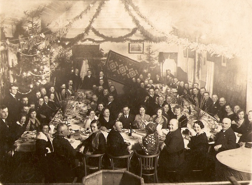 Рождественский банкет в клубе железнодорожников в Барановичах. Фото: архив Людвика ЖУКА