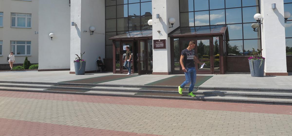 Несколько абитуриентов в Барановичах не сдали тестирование, потому что перепутали адрес сдачи ЦТ