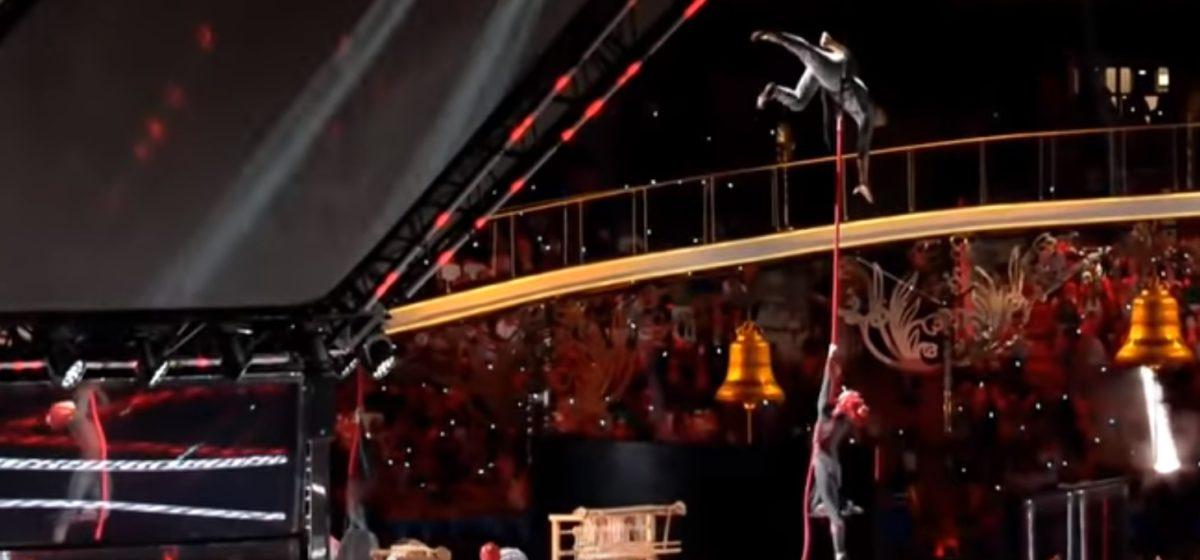Во время открытия Европейских игр одна из гимнасток сорвалась с каната (видеофакт)