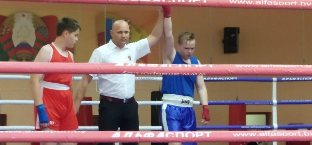 Юный барановичский спортсмен стал победителем первенства республики по боксу
