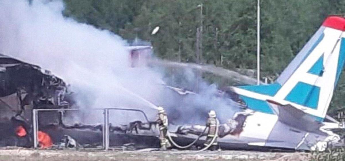 В Бурятии аварийно сел Ан-24. Погибли два пилота, есть раненые. Видео крушения