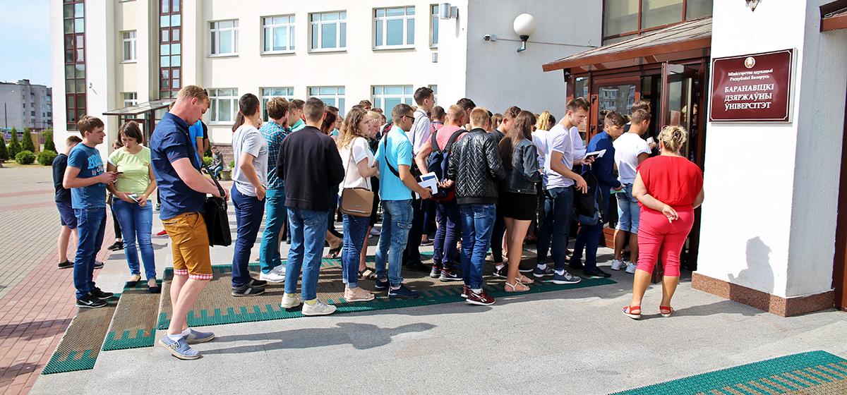 Итоги ЦТ в Барановичах: сколько человек не явилось и когда начнется выдача сертификатов
