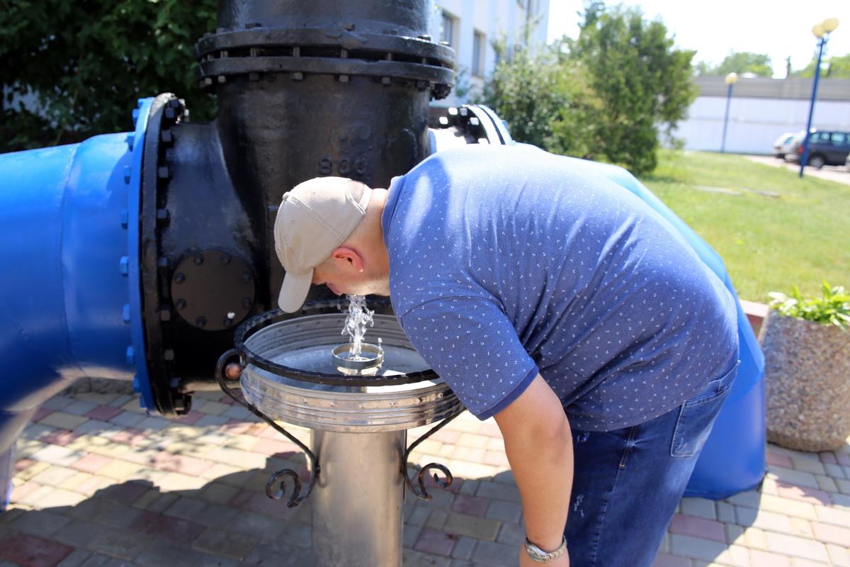 Фонтанчик с питьевой водой возле КУПП «Водоканал». Фото: Татьяна МАЛЕЖ