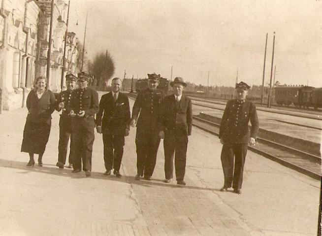 На перроне Полесского вокзала. Фото: архив Людвика ЖУКА