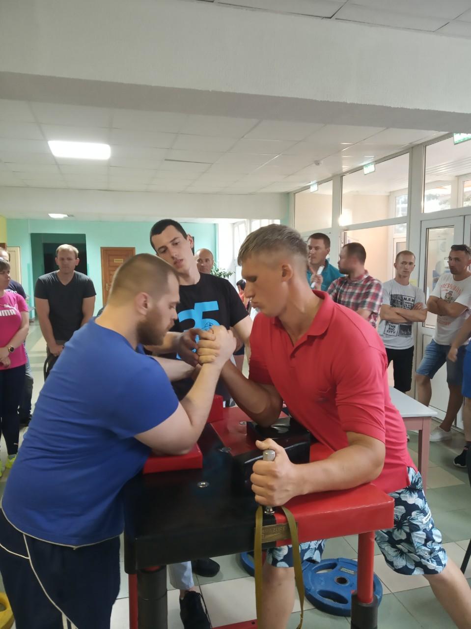 Иван Пирожников (справа) - Артур Подзолков.