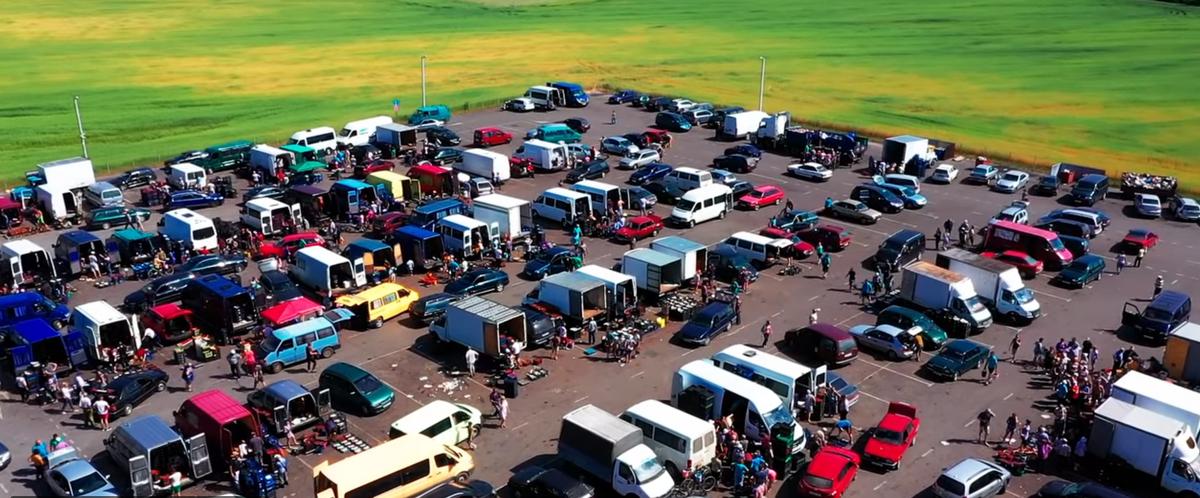 Как выглядит с высоты клубничный рынок в Лунинецком районе (видео)