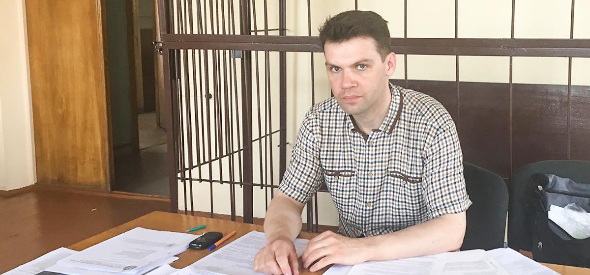 Неравнодушные люди собрали жителю Барановичей, который ухаживает за отцом-инвалидом, всю сумму долга государству