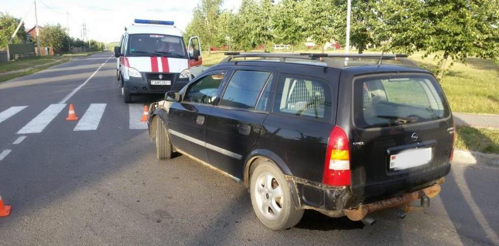 Автомобиль Opel Astra сбил велосипедиста в Ляховичах. Водитель утверждает, что яркое солнце мешало обзору