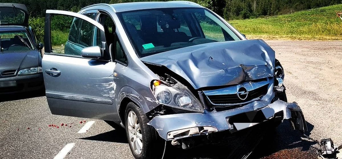 Nissan столкнулся с Opel в Барановичском районе. Есть пострадавшие