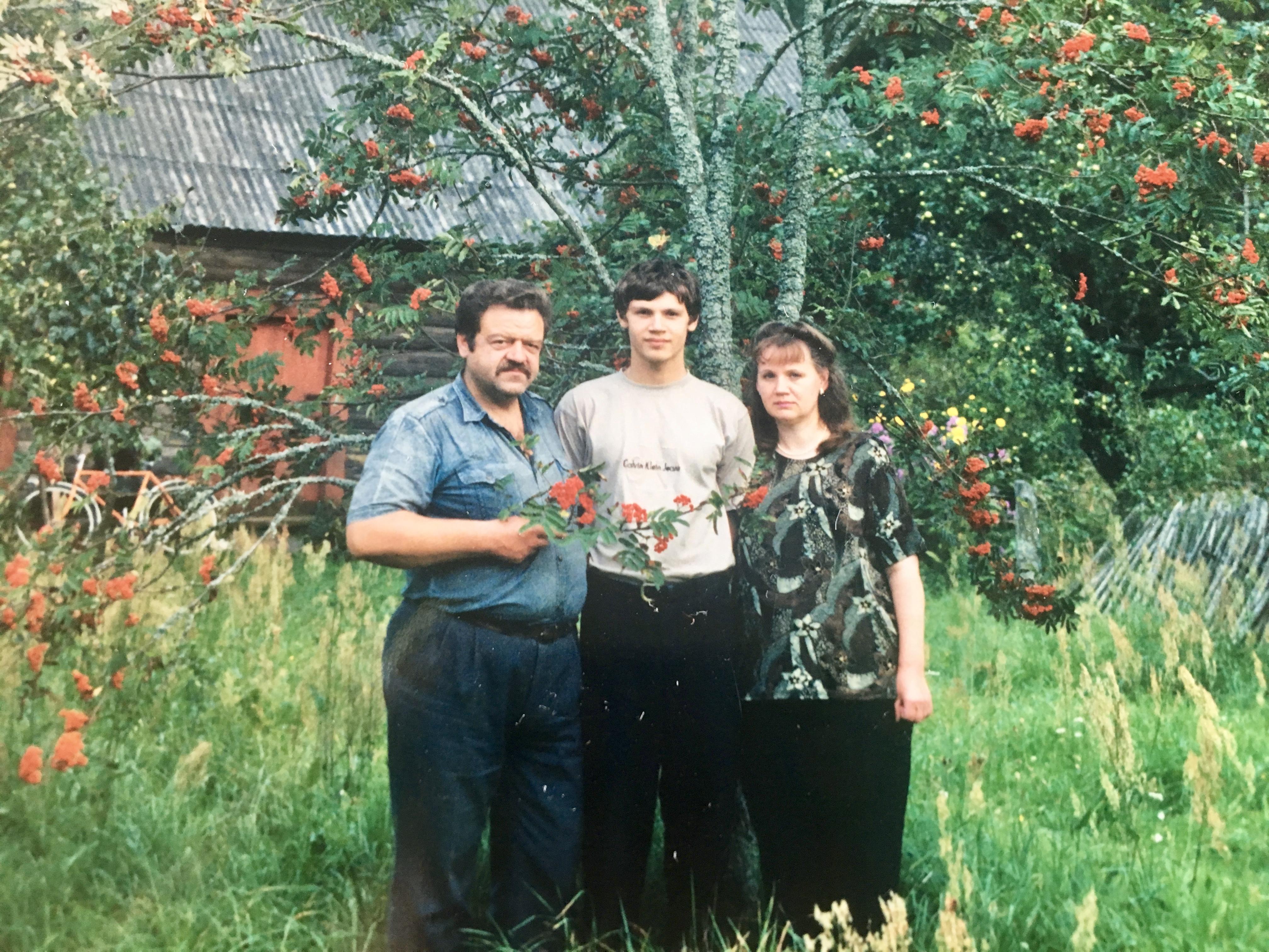 Веслав с родителями после переезда в Беларусь. Фото: семейный архив