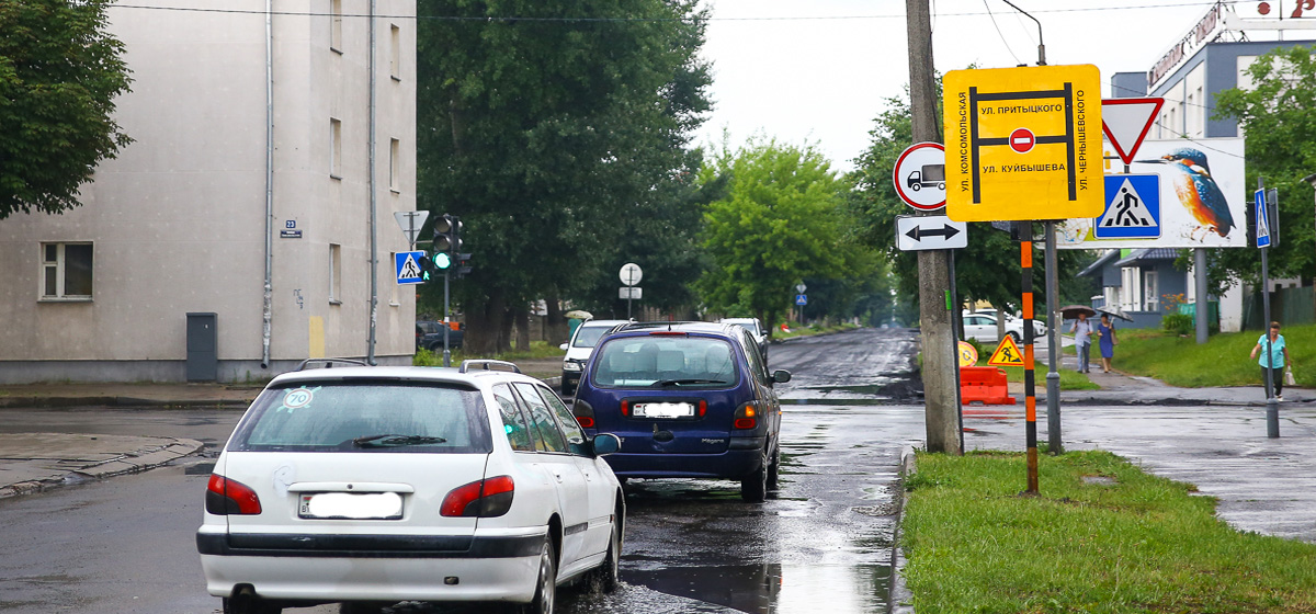 Улицу Куйбышева ремонтируют в Барановичах. Фотофакт