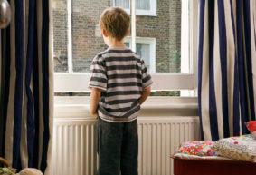 Как сделать пребывание ребенка одного дома безопасным. Советы родителей и специалистов