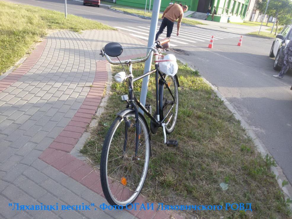 В Ляховичах автомобиль сбил велосипедиста. Фото: Ляхавіцкі веснік и ОГАИ Ляховичского РОВД