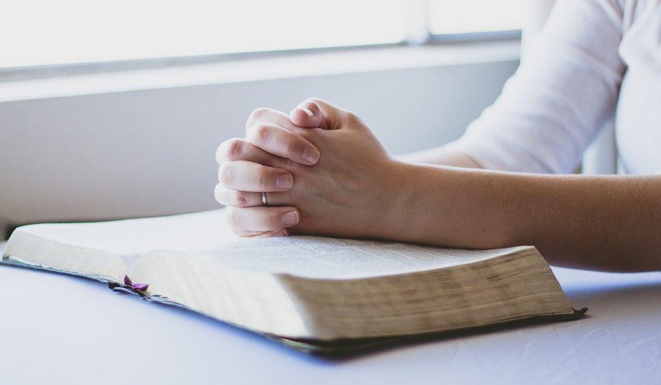 Папа Римский изменил текст молитвы «Отче наш». Священнослужители и соцсети возмущены