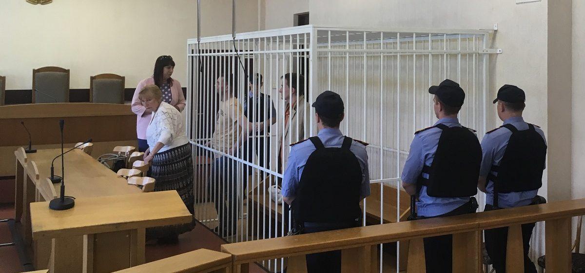 Вынесен приговор сотрудникам магазина в Минске, которые избили воров и выгнали их голыми на улицу