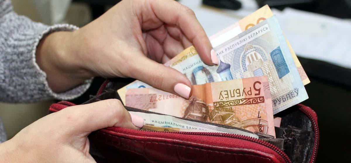 3 рубля за каждую операцию. Один из банков поднял комиссию за платежи наличными в кассах
